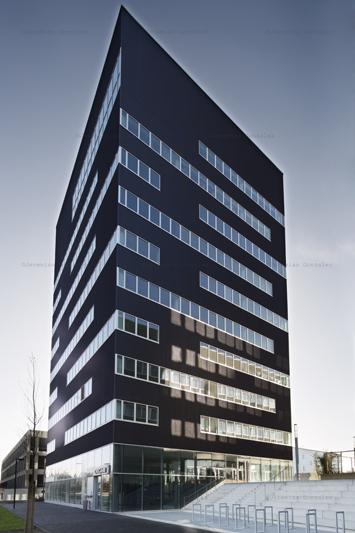 http://jeremiasgonzalez.com/files/gimgs/64_hotelinternet04.jpg