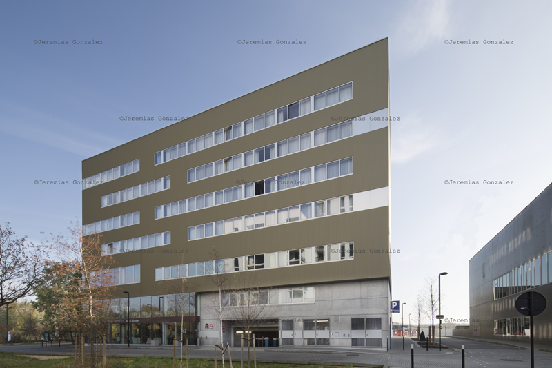 http://jeremiasgonzalez.com/files/gimgs/64_hotelinternet09.jpg